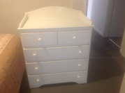 Chest of drawers / baby change table